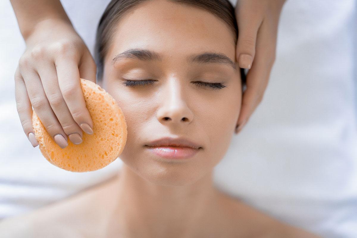 Arc tisztítása, arctejjel